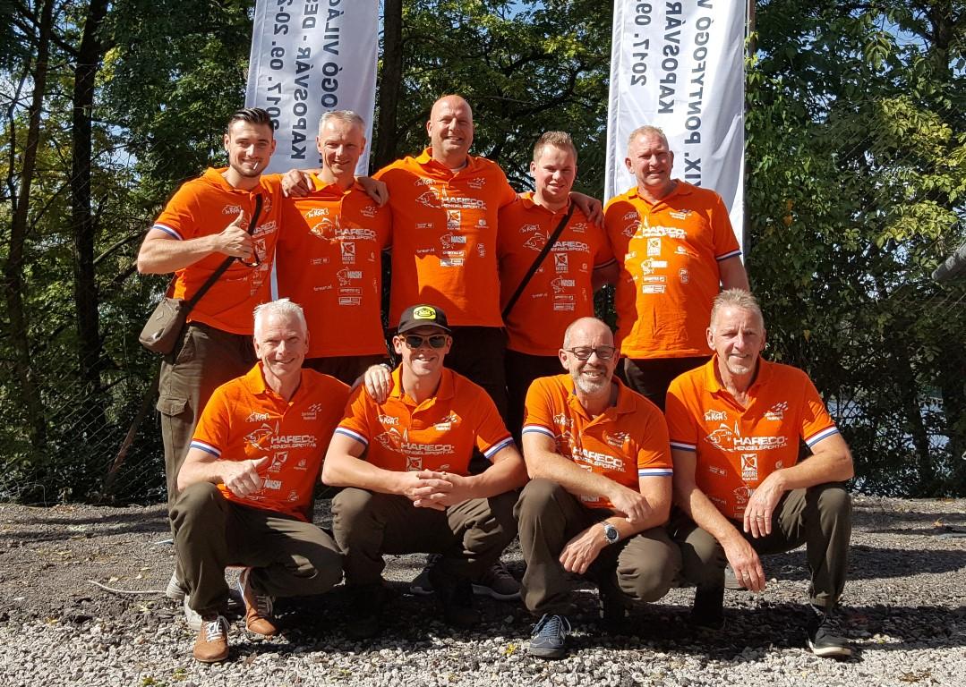 Het nederlandse wk team met boven van links naar rechts henri eshuis arno van den bijgaart reserve john hendriks henk meppelink en wim molendijk