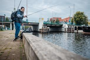Streetfishing in Groningen met VISblad TV (video)